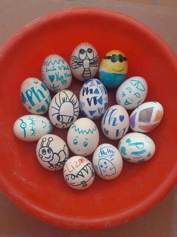Xuống bếp nấu ăn, người mẹ tá hỏa phát hiện con gái làm điều này với trứng!-4