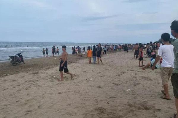 5 em nhỏ rủ nhau tắm biển, 3 em chết đuối và mất tích-1