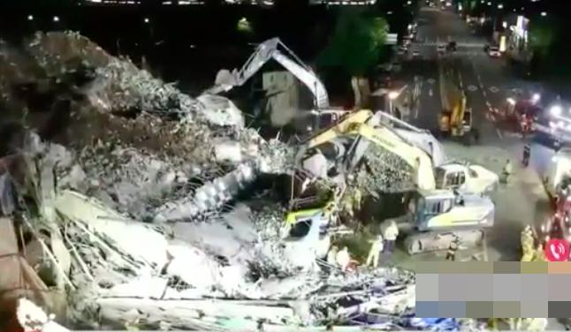 Kinh hoàng: Tòa nhà 5 tầng ở Hàn Quốc bất ngờ đổ sập, chôn vùi hàng chục người-1