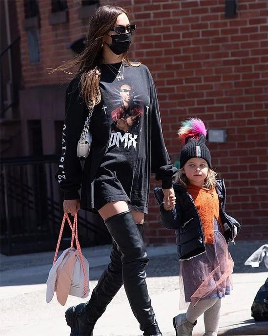 Irina Shayk lộ hint hẹn hò Kanye West bằng một chiếc áo phông?-4