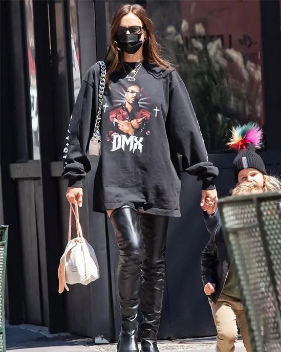 Irina Shayk lộ hint hẹn hò Kanye West bằng một chiếc áo phông?-5