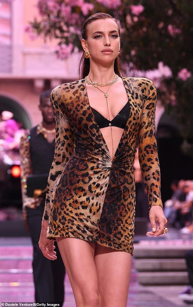 Thân hình nóng bỏng của siêu mẫu Irina Shayk đang hẹn hò Kanye West-10