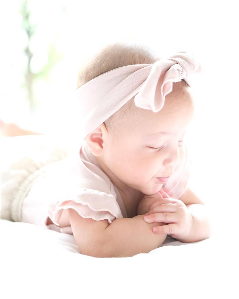 Con gái Hồ Ngọc Hà hóa công chúa đời thường, nhìn xinh muốn xỉu-10