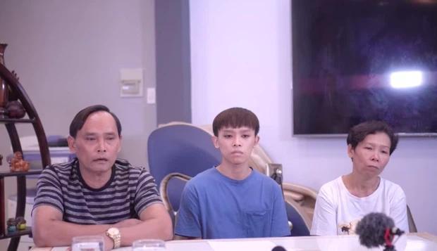 Netizen đặt nghi vấn về chiếc áo đặc biệt của mẹ Hồ Văn Cường trong clip-3