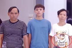 Netizen đặt nghi vấn về 'chiếc áo đặc biệt' của mẹ Hồ Văn Cường trong clip