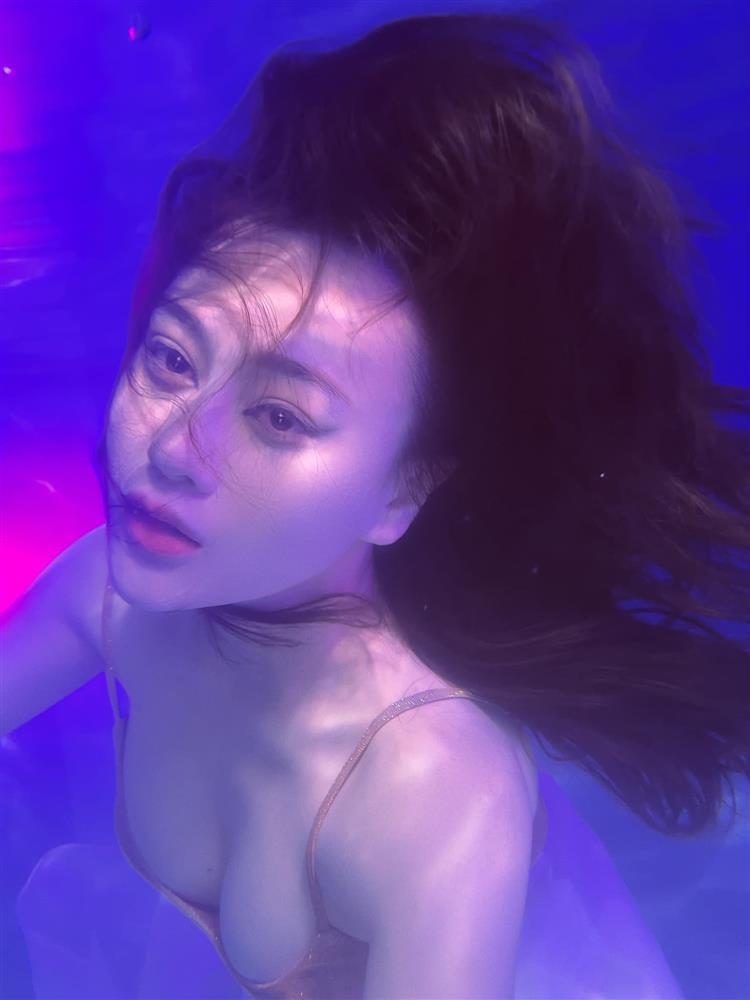 Phương Oanh đóng giả nàng tiên cá ai ngờ lại hóa khúc giò đại dương-8