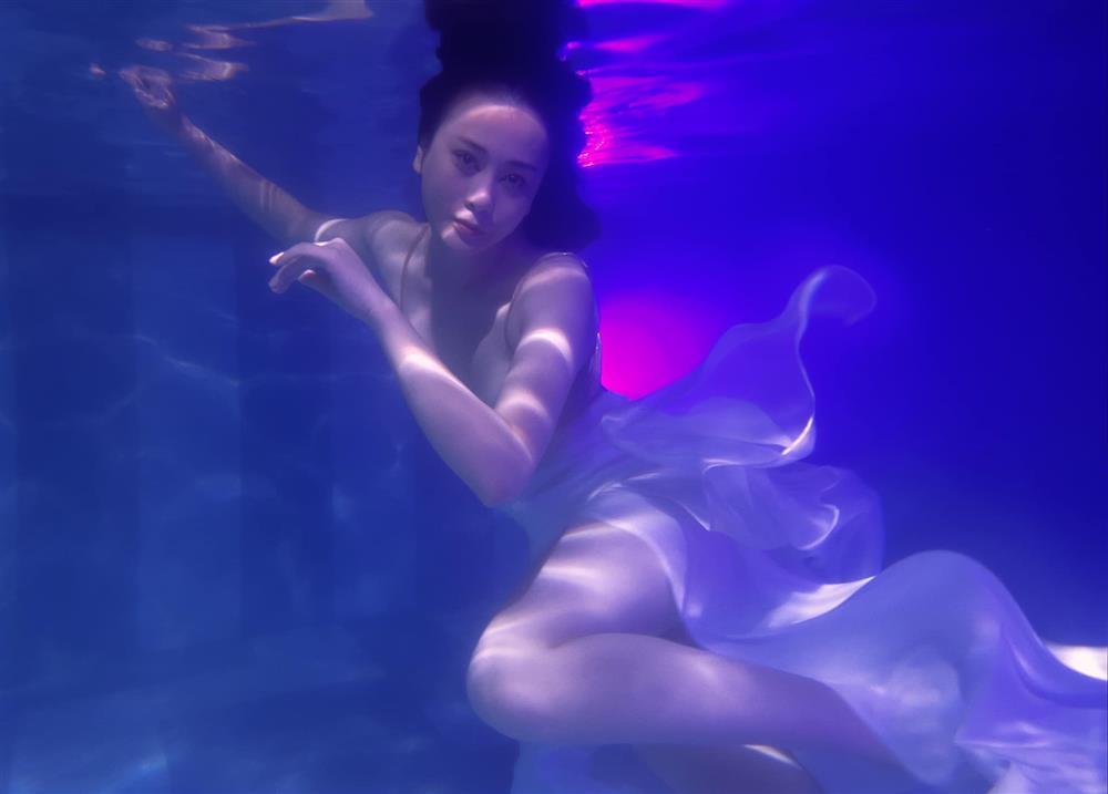 Phương Oanh đóng giả nàng tiên cá ai ngờ lại hóa khúc giò đại dương-10
