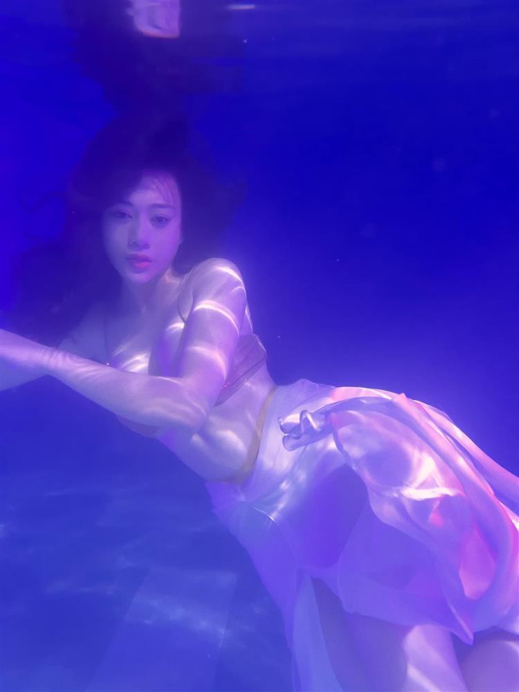 Phương Oanh đóng giả nàng tiên cá ai ngờ lại hóa khúc giò đại dương-6