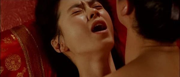 Mợ ngố Song Ji Hyo từng 40 lần đóng cảnh nóng cho 1 bộ phim-2