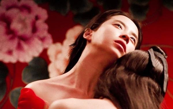 Mợ ngố Song Ji Hyo từng 40 lần đóng cảnh nóng cho 1 bộ phim-3