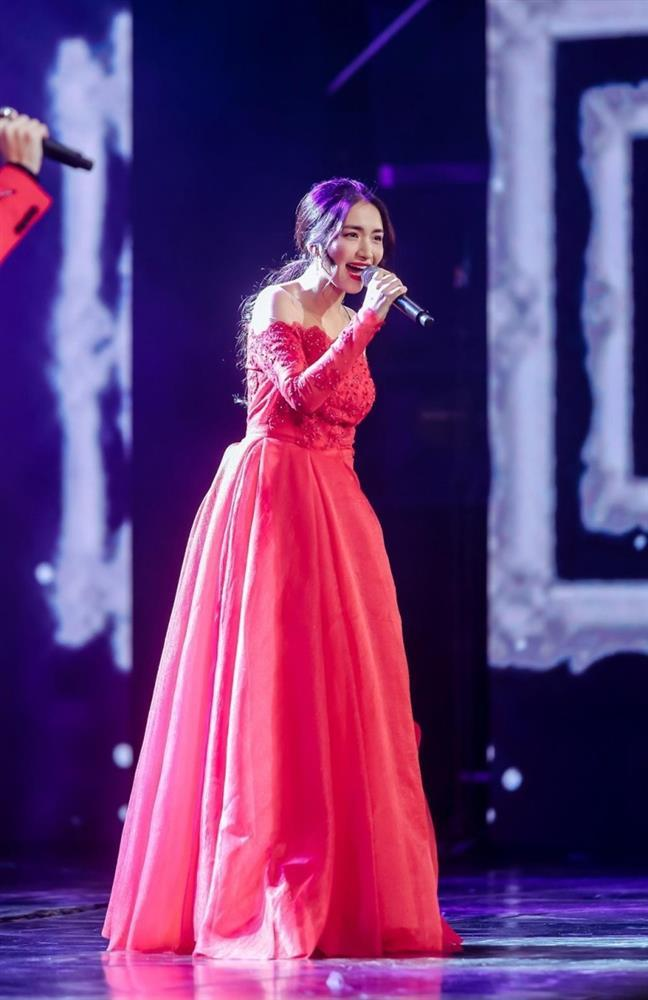 Clip: Hòa Minzy thử tiếng trên trời, dàn nhạc bắt tone dưới đất-1