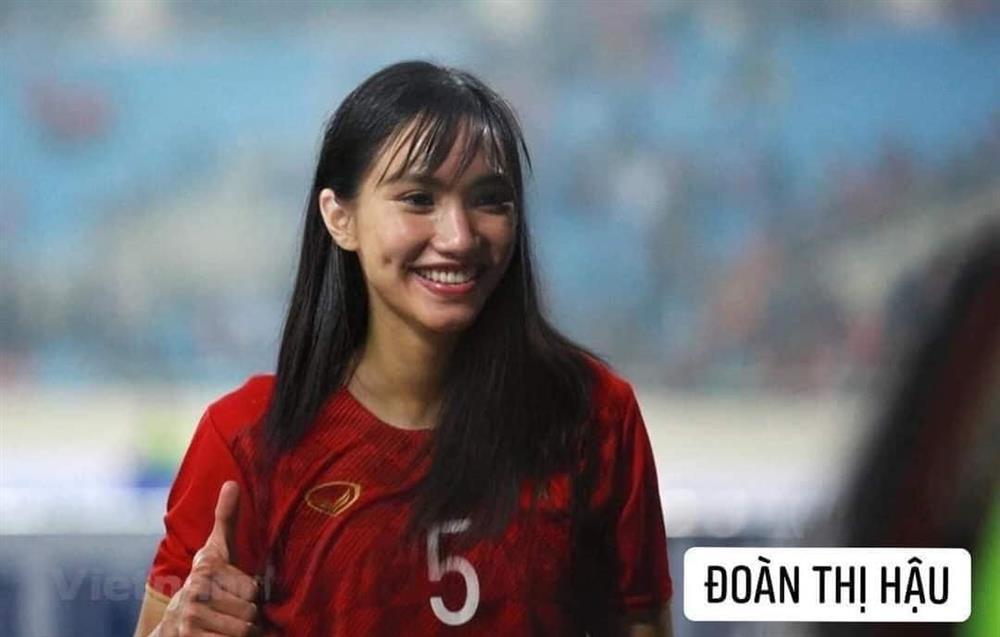 Trước trận gặp Malaysia, tuyển Việt Nam chuyển giới xinh như mộng-2