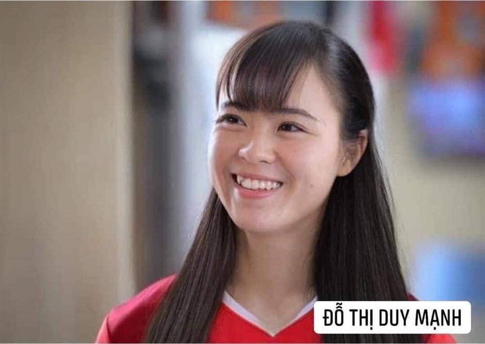 Trước trận gặp Malaysia, tuyển Việt Nam chuyển giới xinh như mộng-3