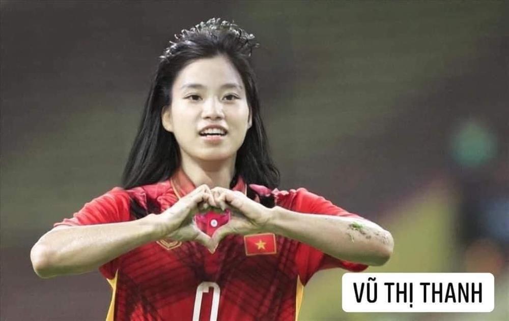 Trước trận gặp Malaysia, tuyển Việt Nam chuyển giới xinh như mộng-14
