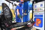 Giá xăng giảm lần đầu tiên sau 3 tháng-2
