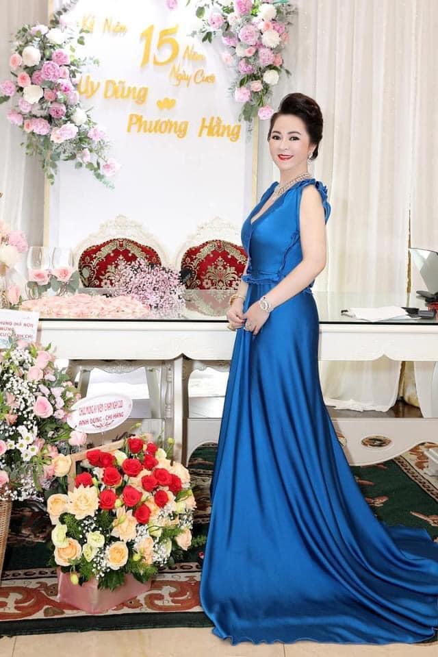 Bà Hằng khoe 11 năm ngày cưới, thay liên tục 3 bộ váy phủ kim cương-10