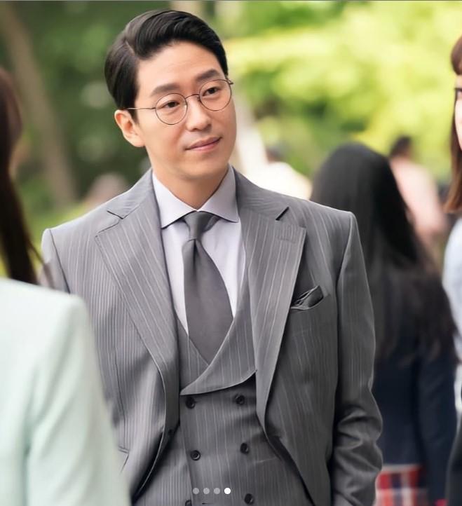 Penthouse 3: Ha Eun Buyl tạo hình mới siêu phèn, Seok Kyung bỏ mẹ về với dượng Tê-1