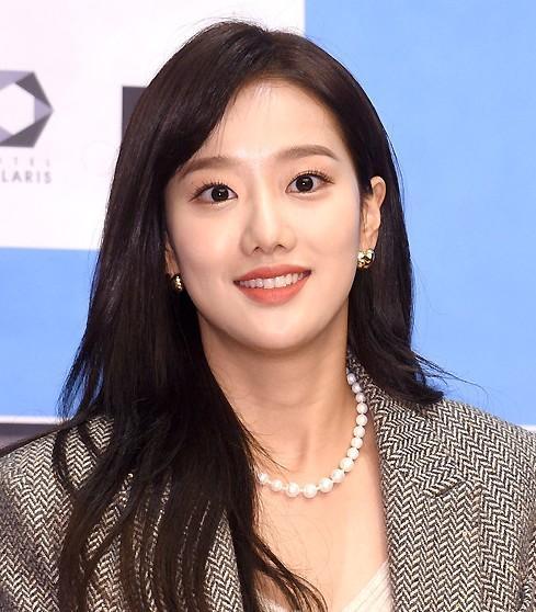 Chị ruột Naeun April định tẩy trắng cho em nhưng lại lộ bằng chứng bắt nạt-1