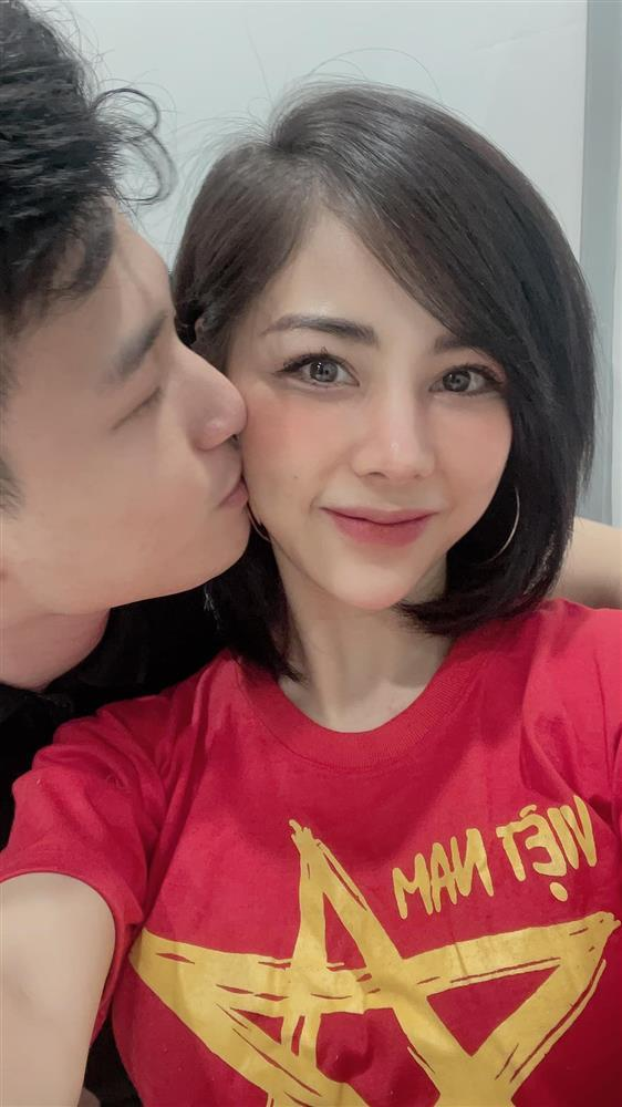 Bạn gái Huỳnh Anh đăng ảnh hôn hít cổ vũ tuyển Việt Nam-1