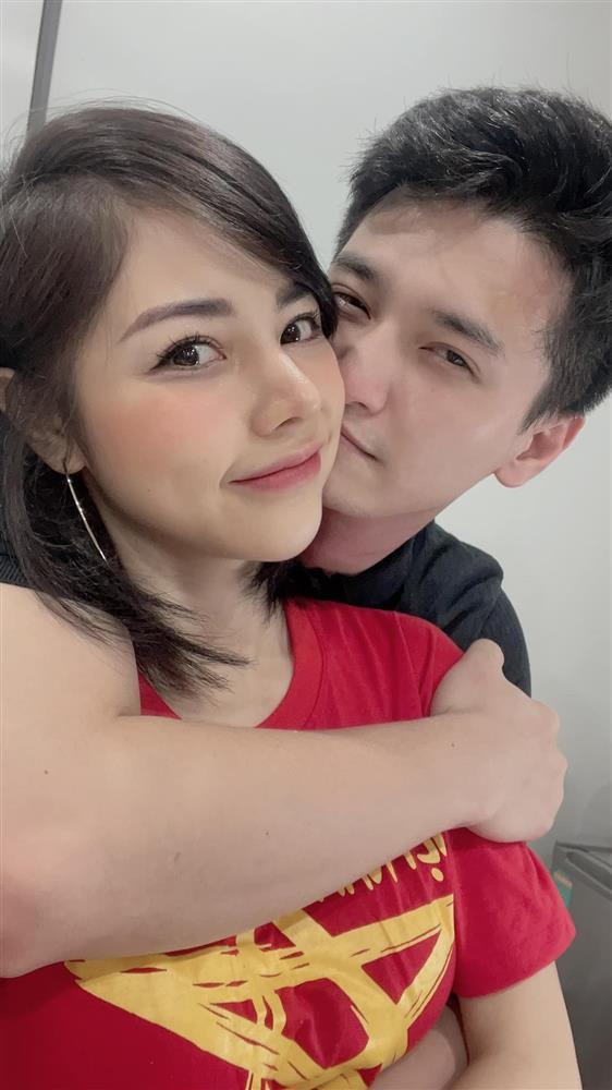 Bạn gái Huỳnh Anh đăng ảnh hôn hít cổ vũ tuyển Việt Nam-2