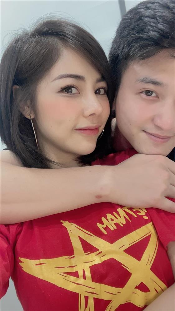 Bạn gái Huỳnh Anh đăng ảnh hôn hít cổ vũ tuyển Việt Nam-3