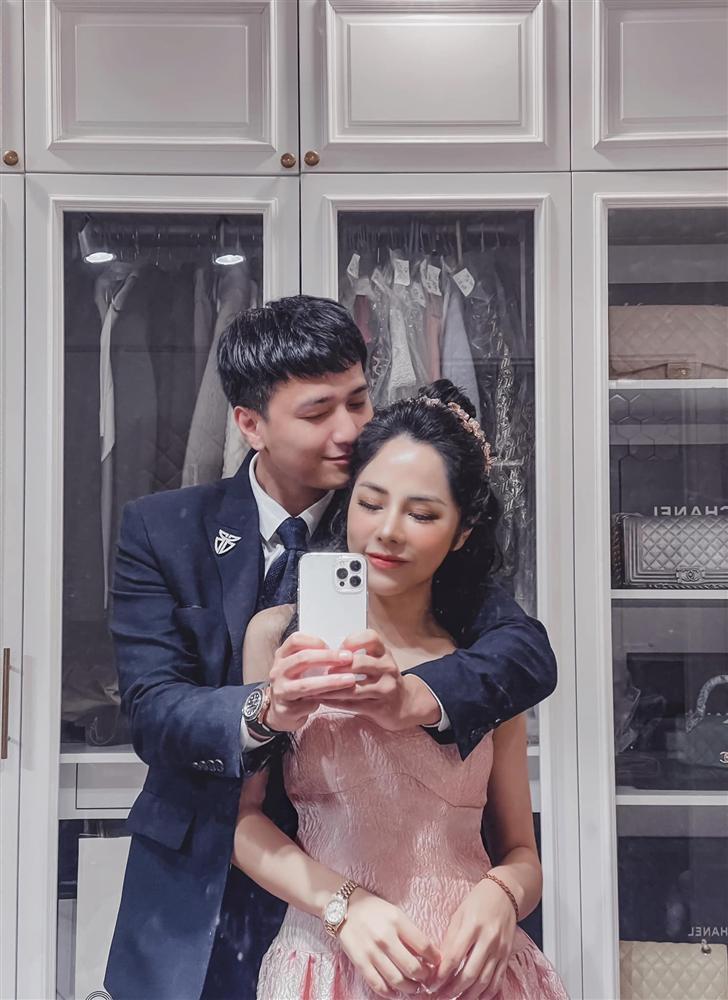 Bạn gái Huỳnh Anh đăng ảnh hôn hít cổ vũ tuyển Việt Nam-7
