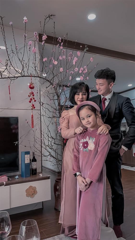 Bạn gái Huỳnh Anh đăng ảnh hôn hít cổ vũ tuyển Việt Nam-5
