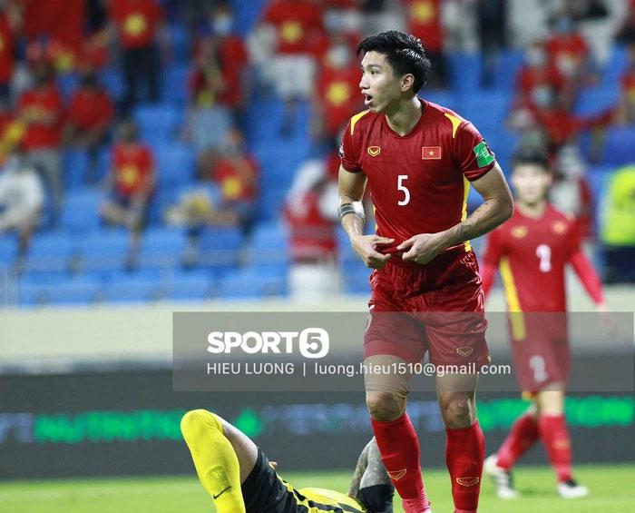 Cận cảnh pha phạm lỗi của Văn Hậu khiến Việt Nam nhận bàn thua-4