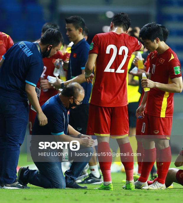Hình ảnh không thể quên về HLV Park Hang Seo trong trận Việt Nam - Malaysia-1