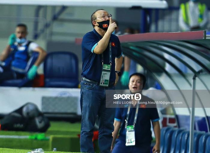 Hình ảnh không thể quên về HLV Park Hang Seo trong trận Việt Nam - Malaysia-5
