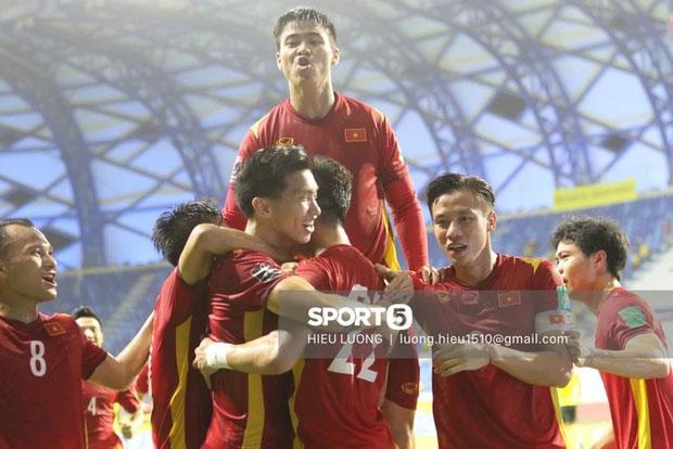 Tuyển Việt Nam lại ẵm thưởng khủng sau trận đại thắng Malaysia-2