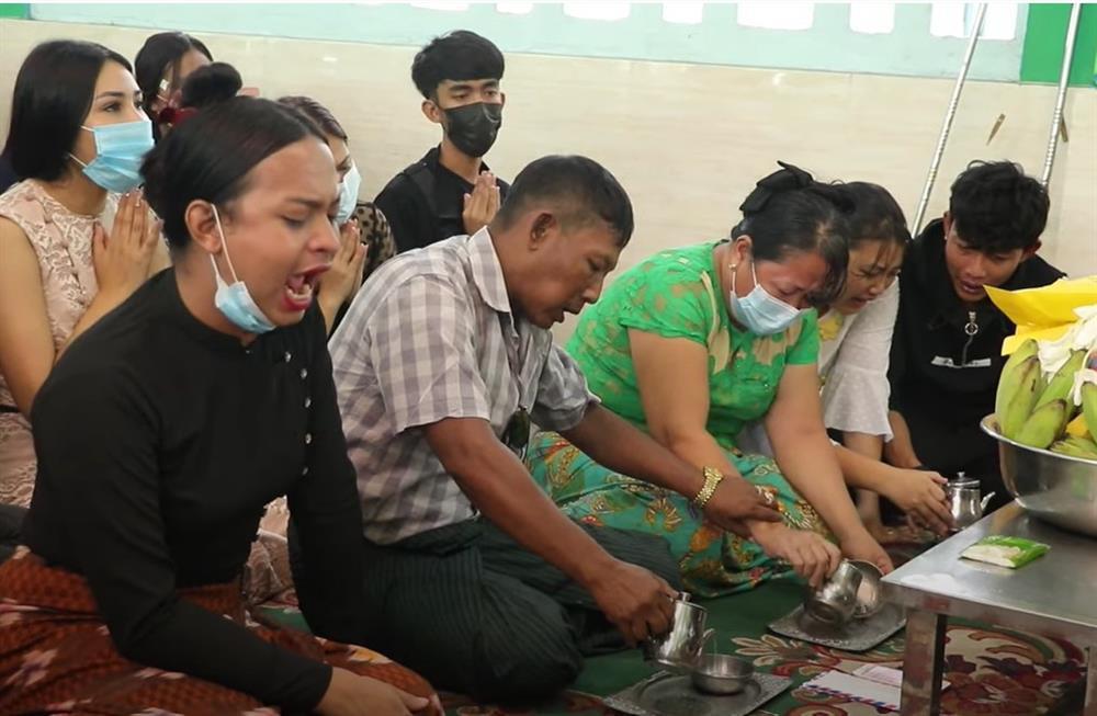 Nước mắt trong lễ tang Hoa hậu Chuyển giới Myanmar-2
