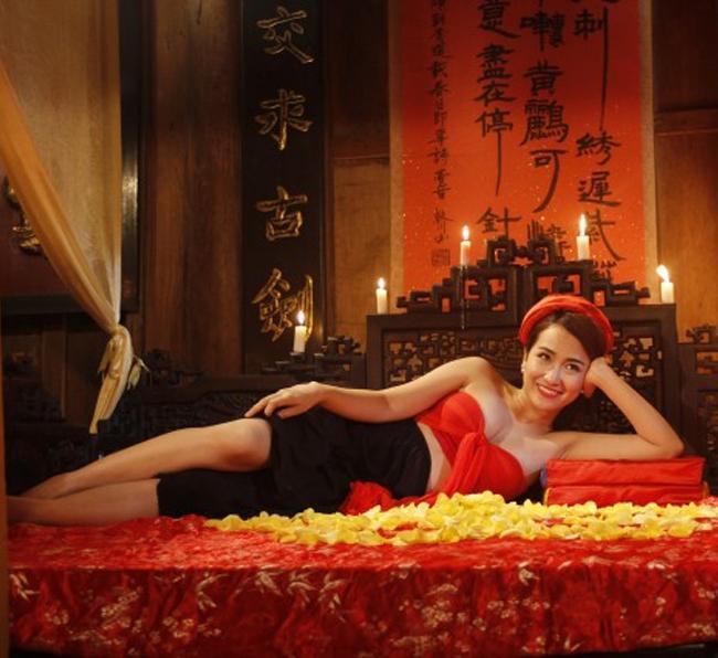 Cuộc sống dàn hotgirl gây tranh cãi vì cảnh nhạy cảm trên phim hài-16