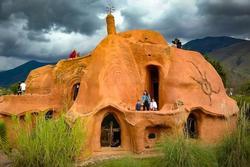 Ngôi nhà đất sét hình dáng kỳ lạ ở Colombia