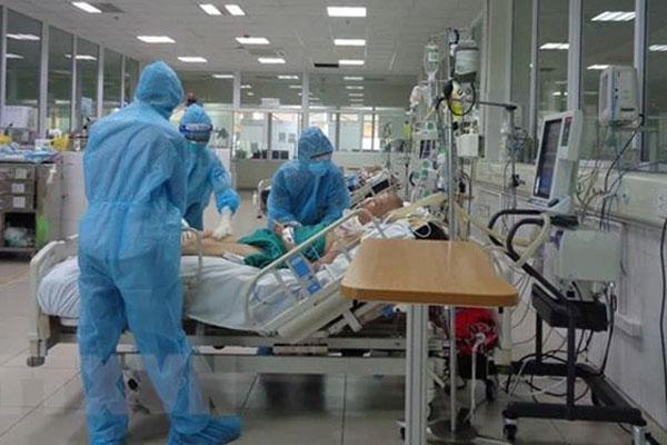 NÓNG: 3 nhân viên nghi mắc Covid-19, BV Bệnh Nhiệt đới TP.HCM lập tức phong tỏa-1