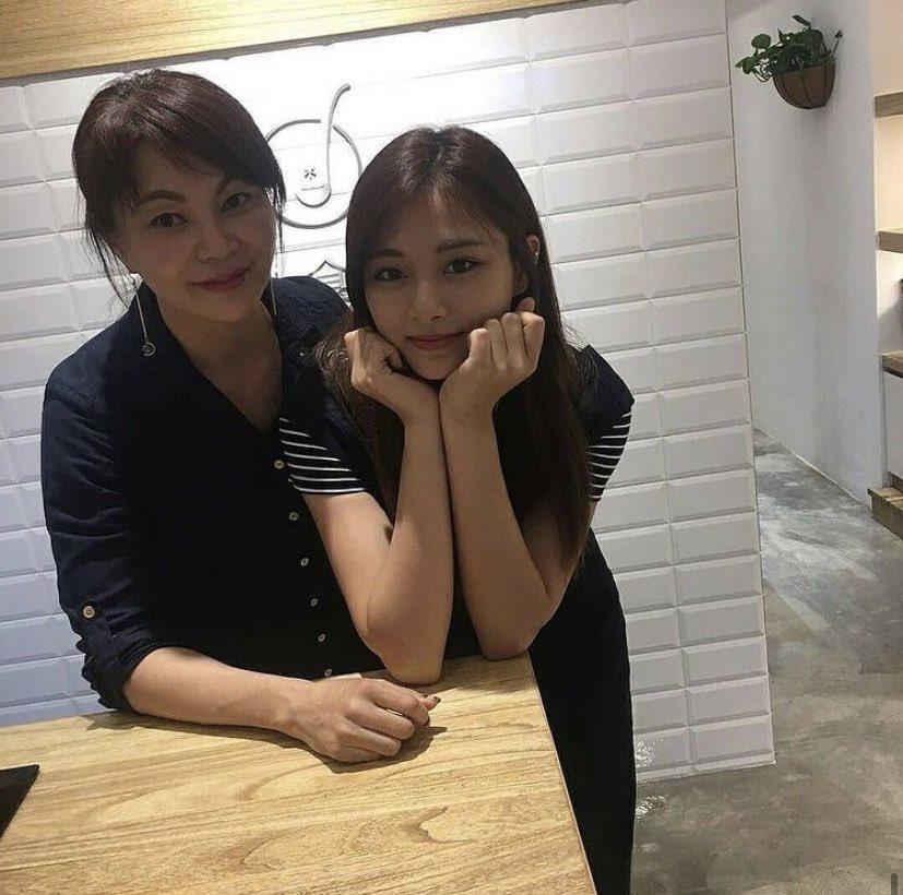 Tzuyu (Twice) đã học cách làm đẹp từ người phụ nữ này nên mới sở hữu visual đỉnh đến vậy-4