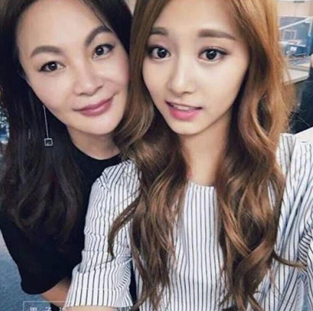Tzuyu (Twice) đã học cách làm đẹp từ người phụ nữ này nên mới sở hữu visual đỉnh đến vậy-5