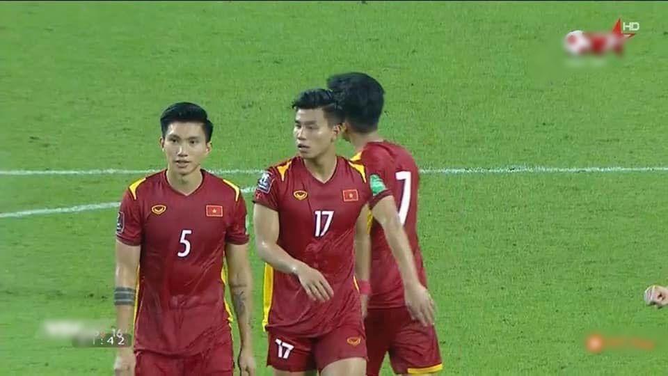 Tuyển Việt Nam cởi áo khoe body: Phá lưới xong phá cả tim em-2
