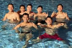 Tuyển Việt Nam cởi áo khoe body: 'Phá lưới xong phá cả tim em'