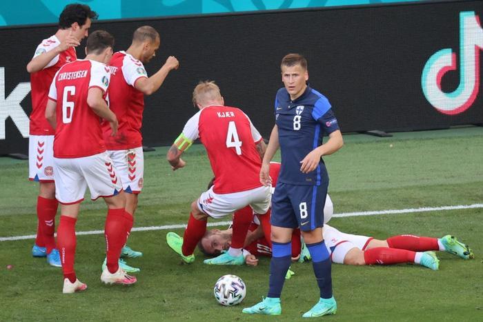 Tình hình sức khỏe cầu thủ Đan Mạch bị đột quỵ lúc thi đấu-1