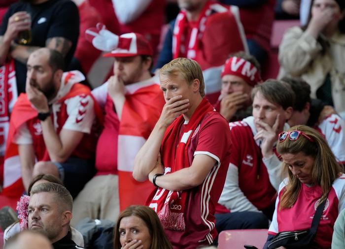Tình hình sức khỏe cầu thủ Đan Mạch bị đột quỵ lúc thi đấu-3