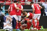 Ngôi sao bóng đá Đan Mạch bị đột quỵ khi đang thi đấu có nguy cơ giải nghệ-5