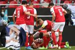 BTV Quang Minh và fans Việt sốc khi cầu thủ nổi tiếng Đan Mạch bị đột quỵ lúc thi đấu