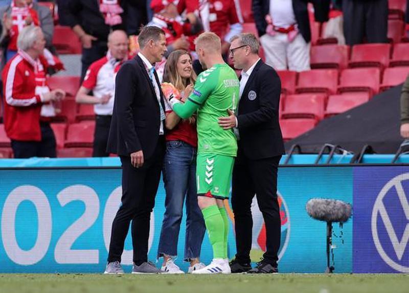 Tình hình sức khỏe cầu thủ Đan Mạch bị đột quỵ lúc thi đấu-4