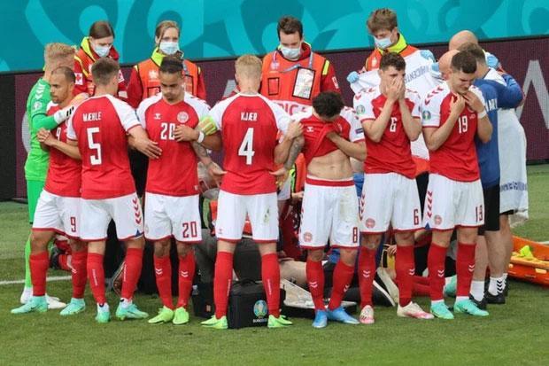 Ngôi sao bóng đá Đan Mạch bị đột quỵ khi đang thi đấu có nguy cơ giải nghệ-3