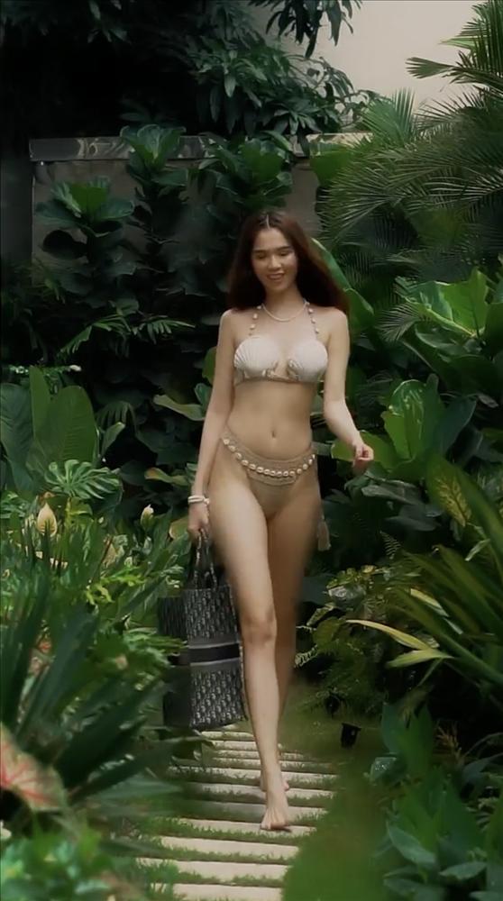 Ngọc Trinh xác nhận mất vòng eo 56, mỡ bụng rung rinh khi mặc bikini sexy-11