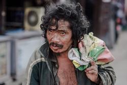 Cái nghèo biến cuộc đời khốn khổ thế nào? Những câu chuyện khiến bạn khắc cốt ghi tâm