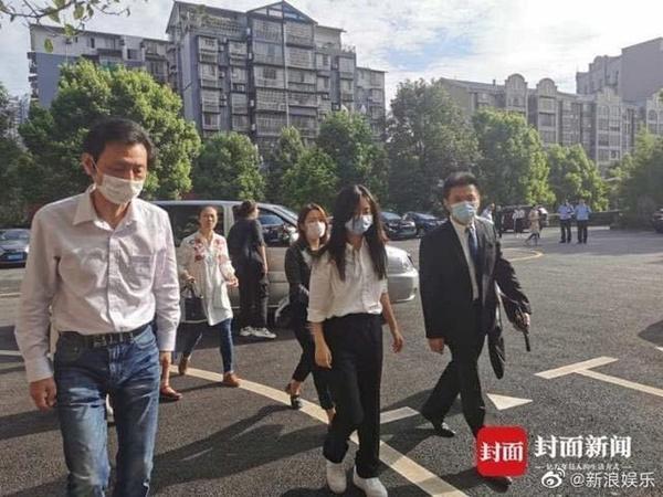 Đàm Tùng Vận bị bóc phốt đi show mà quá ít nói, fan nhắc vụ sốc tâm lý vì mẹ mất-6