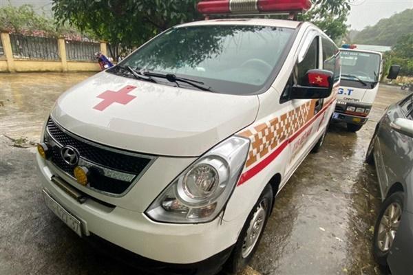Phát hiện xe cứu thương hú còi ưu tiên chở 12 người ở Bắc Ninh đi Sơn La-1