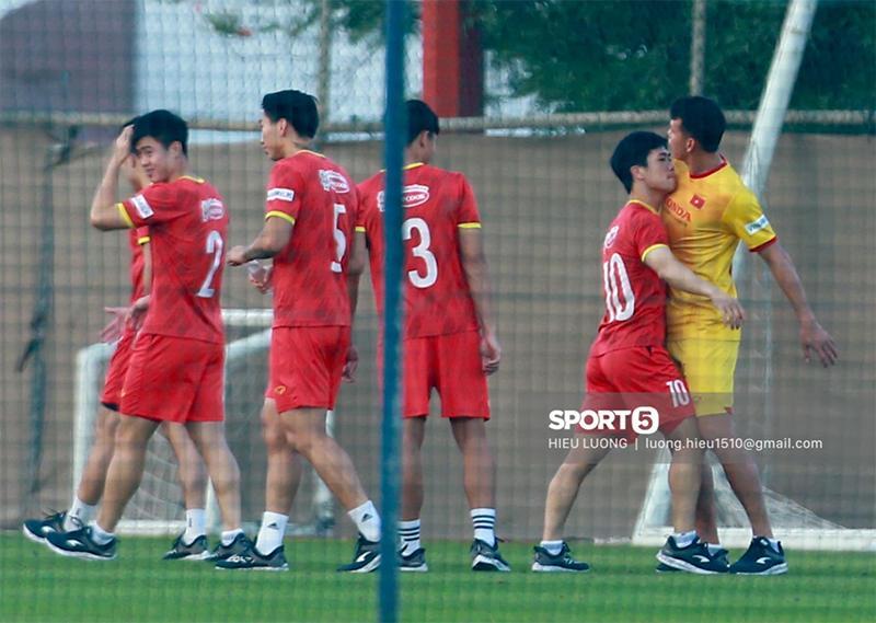 Ảnh nóng của Công Phượng và Tấn Trường trước trận gặp UAE-1